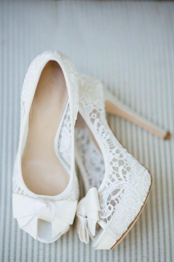footwear,white,shoe,product,leg,