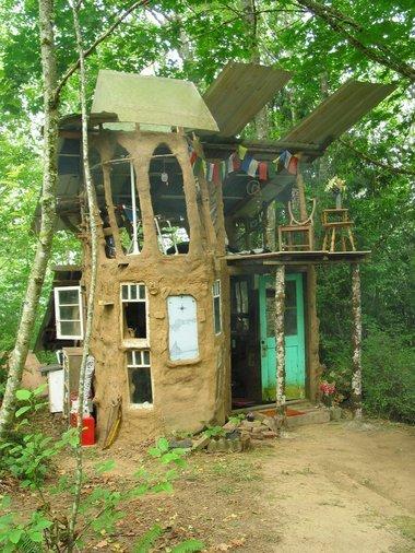 building,hut,log cabin,cottage,outdoor structure,