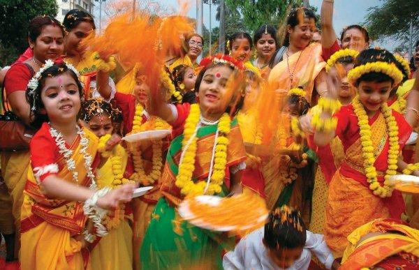 Change Color during Holi at Vrindavan