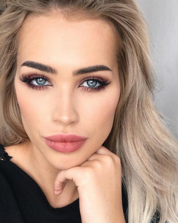 eyebrow, beauty, human hair color, cheek, eyelash,