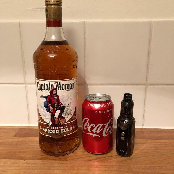 liqueur, distilled beverage, drink, alcoholic beverage, bottle,