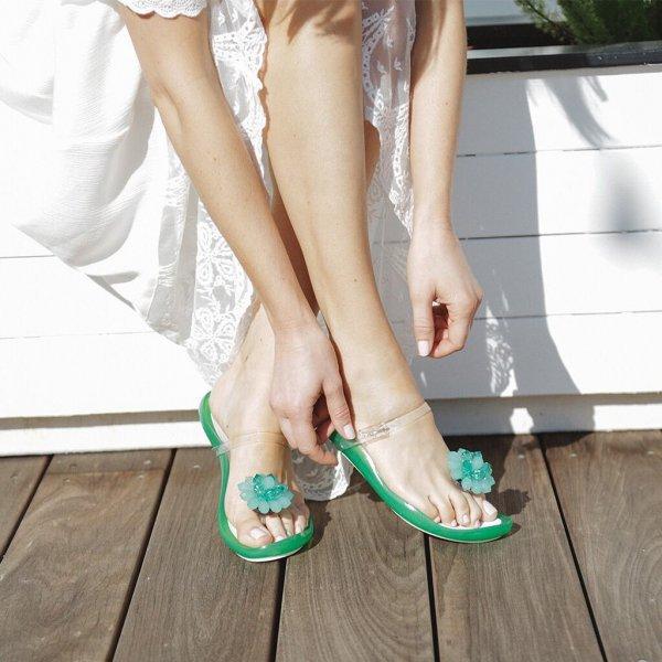 footwear, shoe, leg, foot, toe,