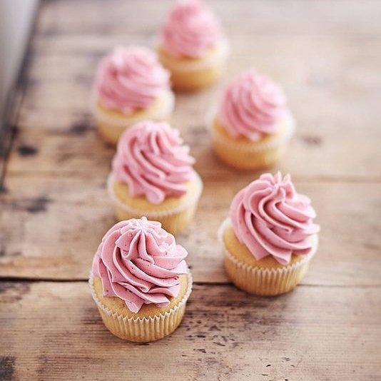 food, pink, dessert, buttercream, cake,