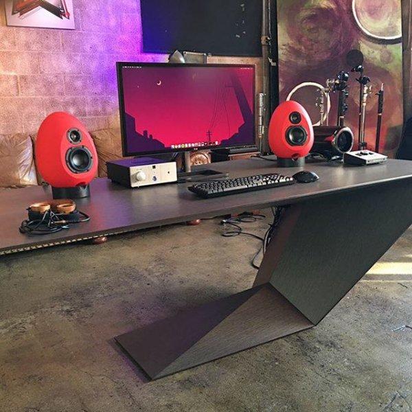 room, furniture, screenshot, table, desk,