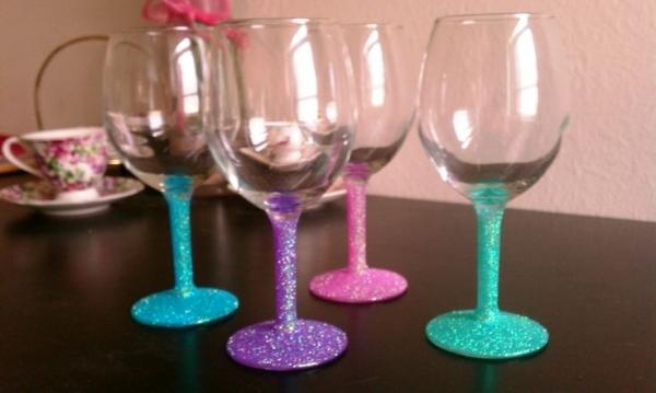 wine glass,stemware,glass,champagne stemware,drinkware,