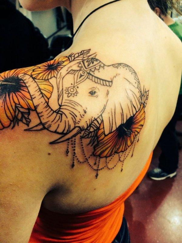 tattoo,arm,tattoo artist,human body,trunk,