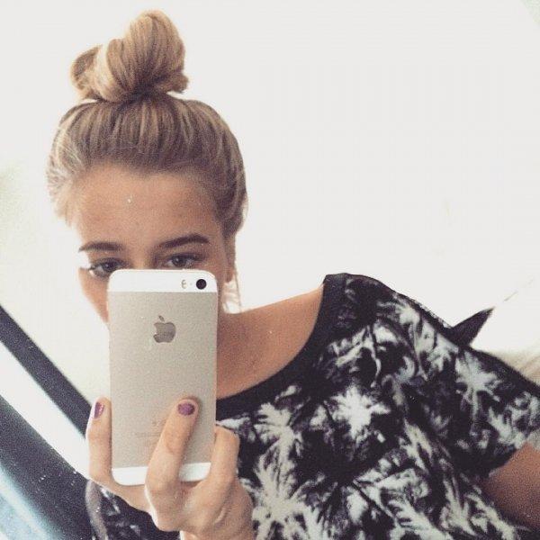 Frédérique's Messy Bun & Perfect Brows