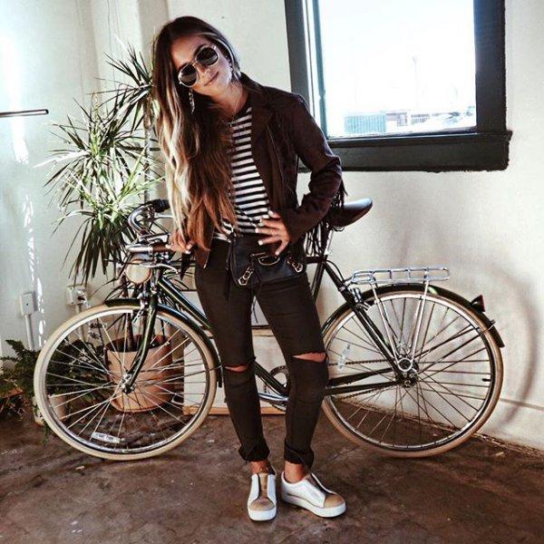 road bicycle, clothing, vehicle, bicycle, wheel,