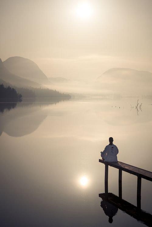 sky,reflection,atmospheric phenomenon,horizon,sunrise,