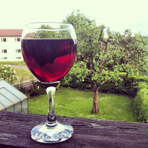 wine glass, man made object, stemware, wine, alcoholic beverage,