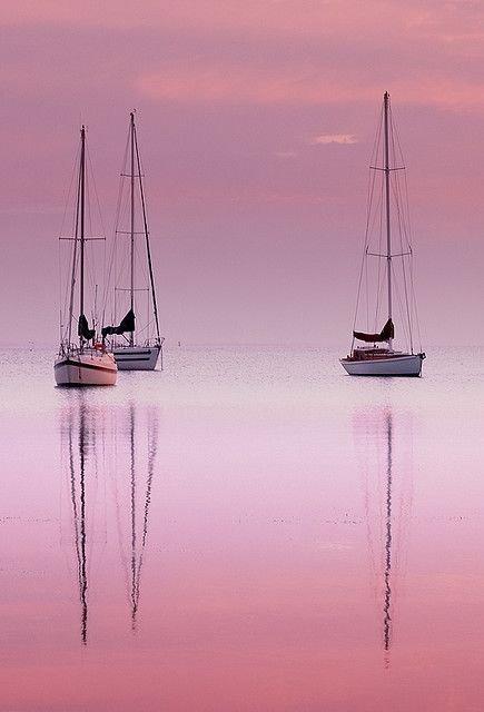 boat,atmospheric phenomenon,vehicle,sailboat,reflection,