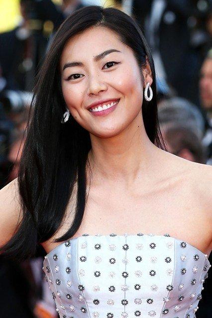 Liu Wen's Luminous Skin and Loose Straight Hair