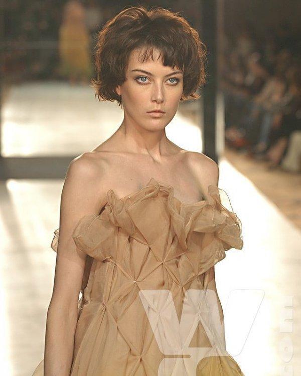 Fashion model, Hair, Fashion, Hairstyle, Beauty,
