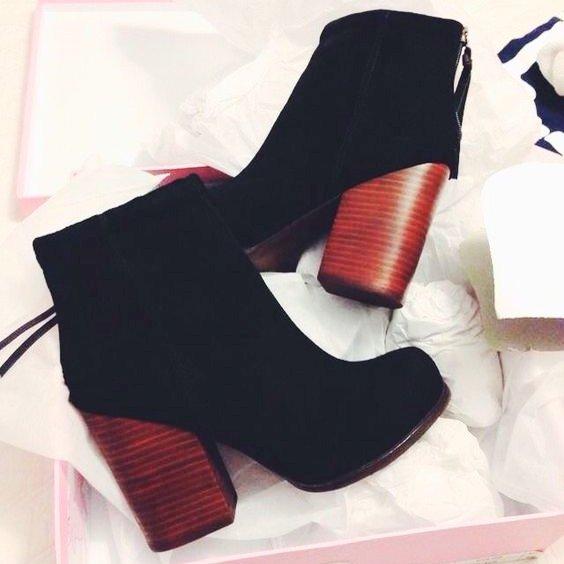 footwear, high heeled footwear, shoe, leg, arm,