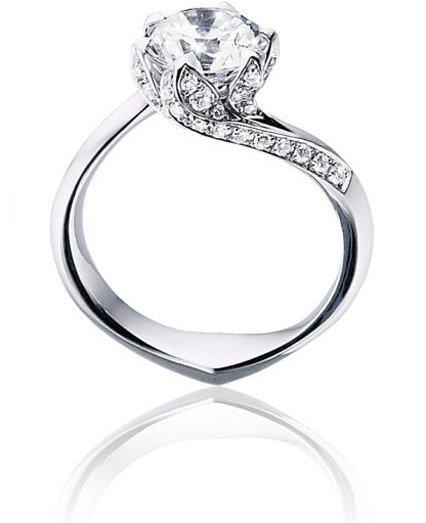 jewellery,ring,fashion accessory,platinum,diamond,