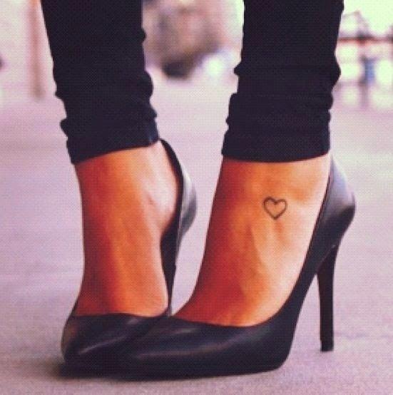 footwear,leg,high heeled footwear,thigh,arm,