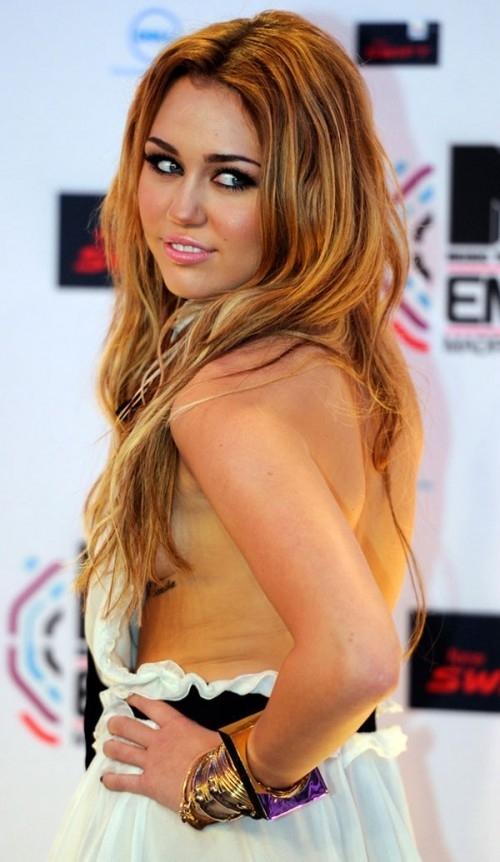 hair,human hair color,blond,hairstyle,supermodel,