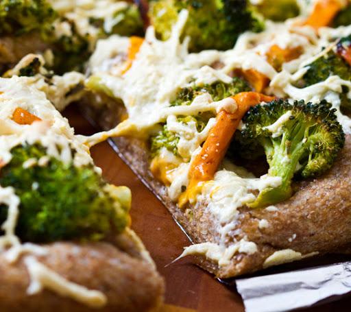 Cheesy Broccoli Pizza