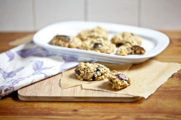 Chocolate Raisin Oat Cookies