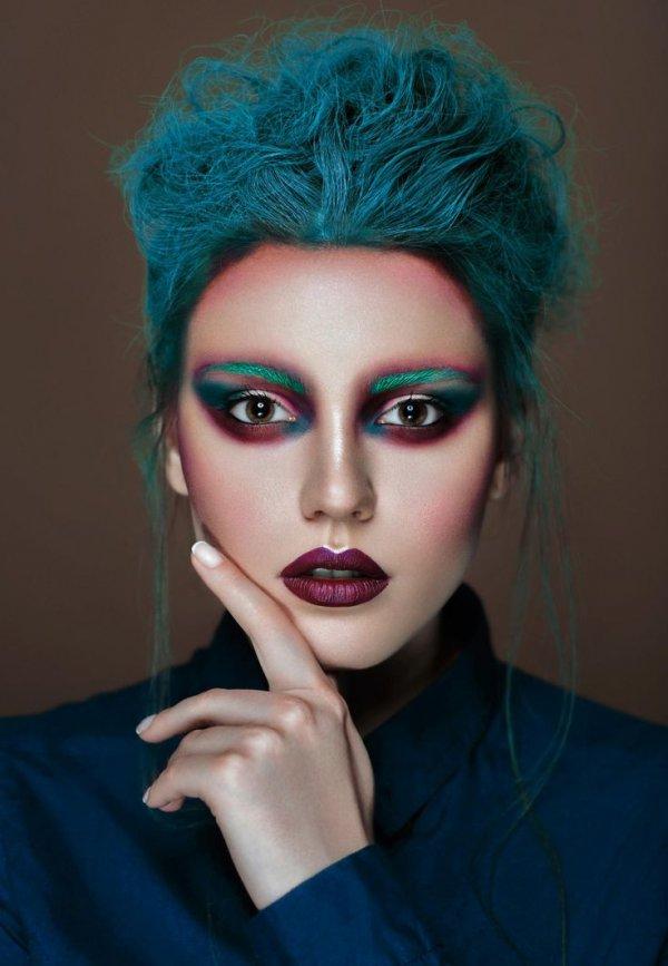 Peacock Beauty Or Art Stunning Avant Garde Makeup