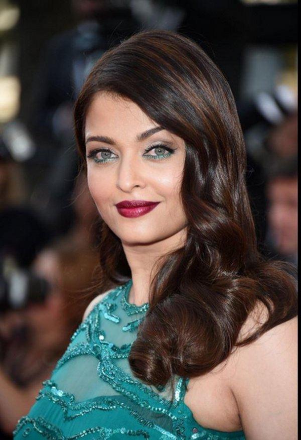 Aishwarya Rai's Green Eye Makeup and Glossy Hair