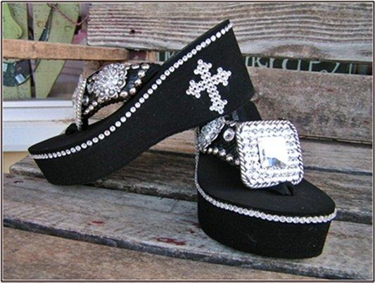 footwear,shoe,sandal,outdoor shoe,leather,