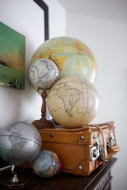 Display Vintage Globes Luggage