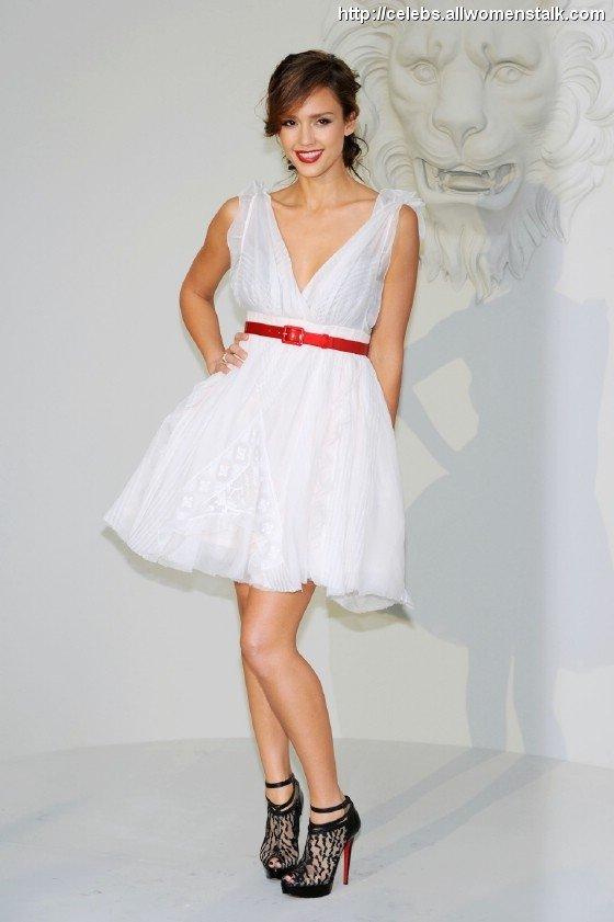 Jessica Alba in Chanel