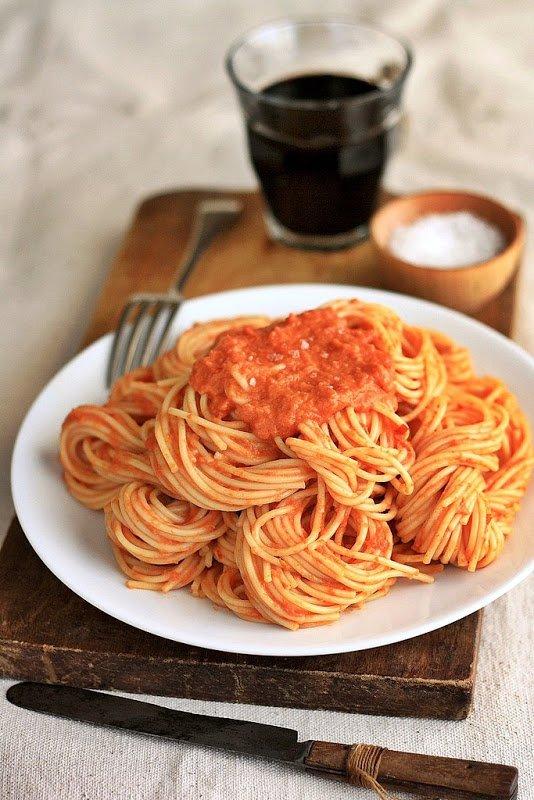 Simmer a Huge Pot of Pasta Sauce