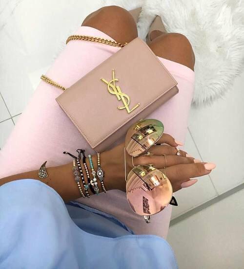 footwear, handbag, leg, spring, hand,