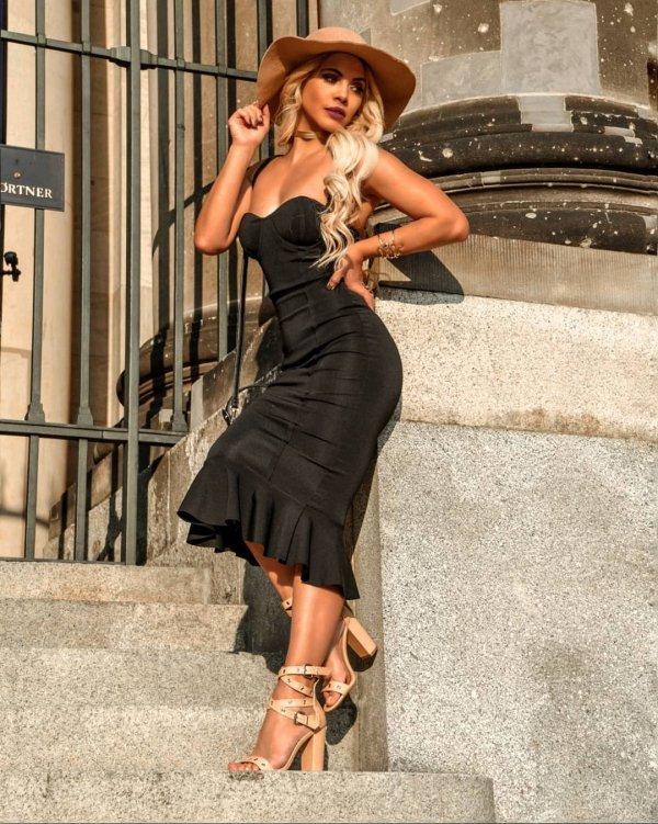 Clothing, Dress, Fashion model, Shoulder, Fashion,