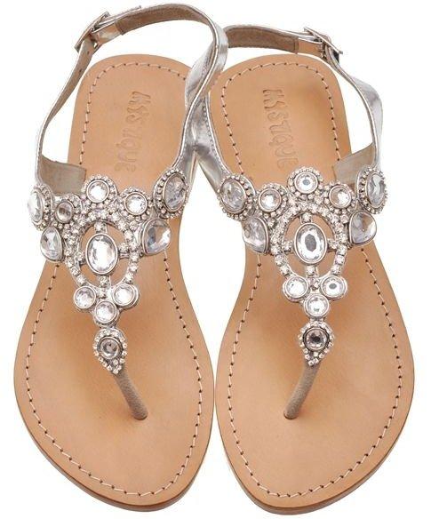footwear,product,sandal,shoe,leg,