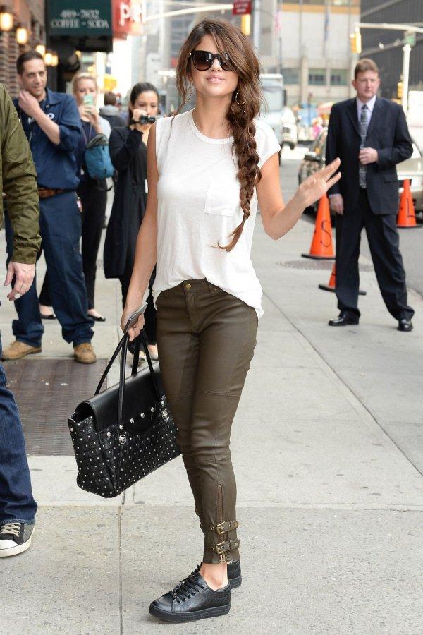 fun jeans she s so boho 29 of selena gomez s streetstyle