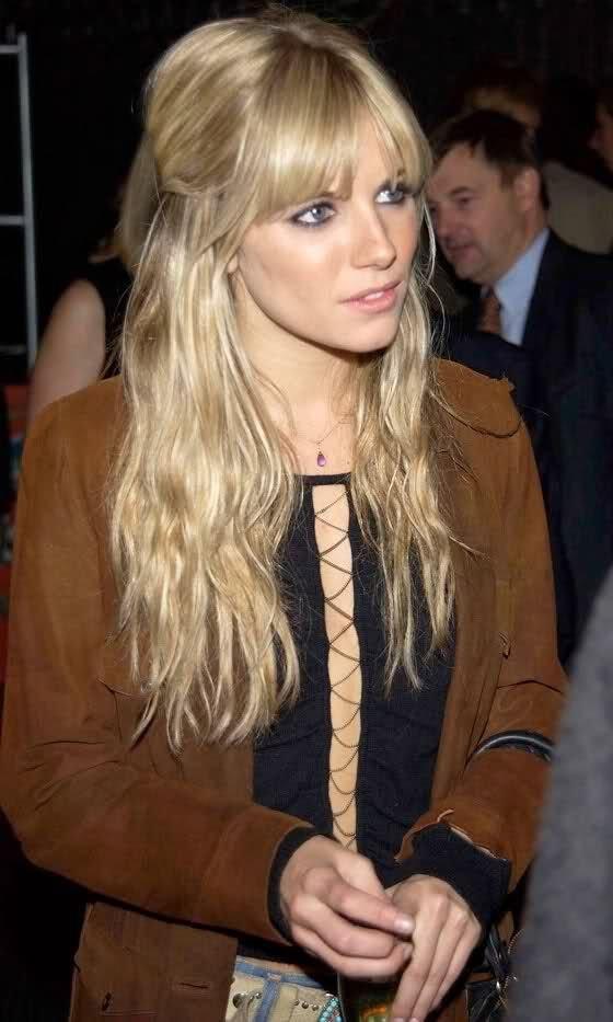 hair,hairstyle,blond,brown hair,long hair,
