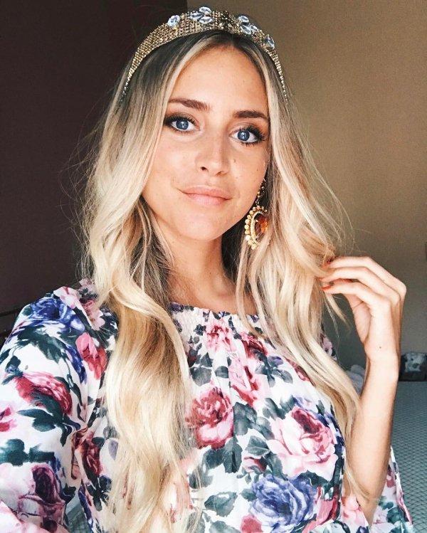 hair, hair accessory, blond, human hair color, hairstyle,