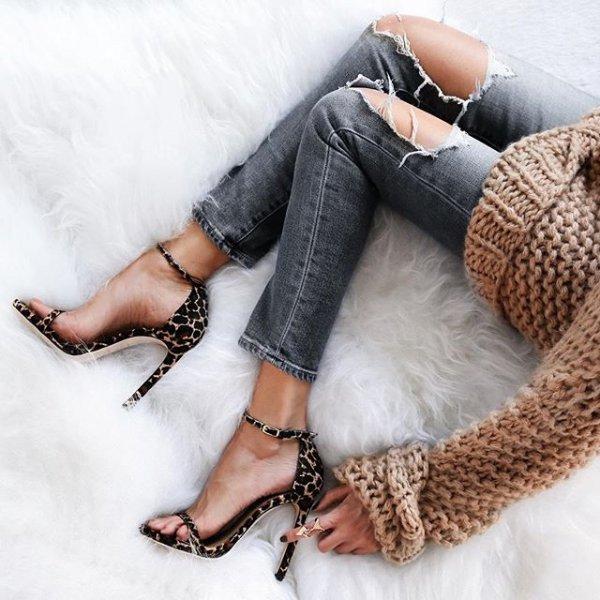 clothing, footwear, leg, arm, fur,