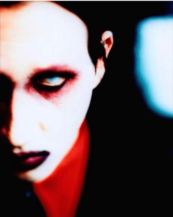 Face, Red, Head, Beauty, Lip,