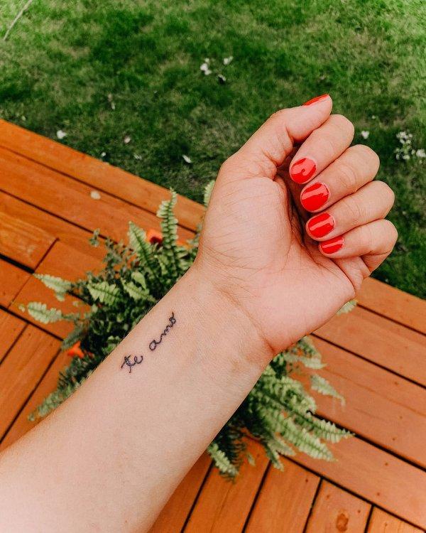 Finger, Hand, Nail, Arm, Grass,