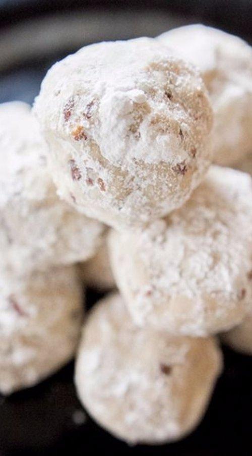 food,powdered sugar,dish,dessert,baked goods,