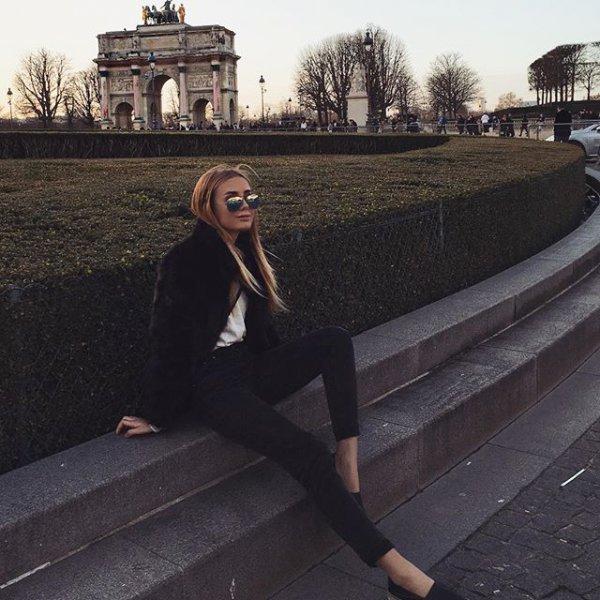 Arc de Triomphe du Carrousel, Hotel France Louvre, photograph, black, human positions,