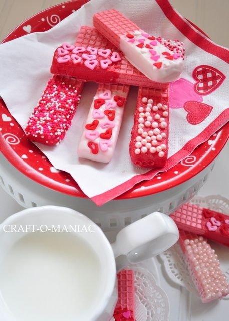 food,pink,dessert,icing,heart,