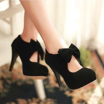 footwear,high heeled footwear,shoe,leg,thigh,