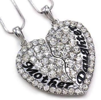 pendant,jewellery,fashion accessory,locket,chain,