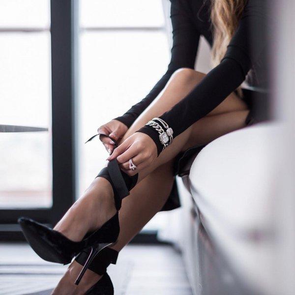 footwear, clothing, high heeled footwear, lady, leg,