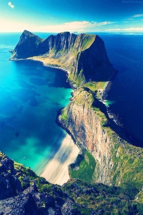 coast,geographical feature,landform,cliff,sea,