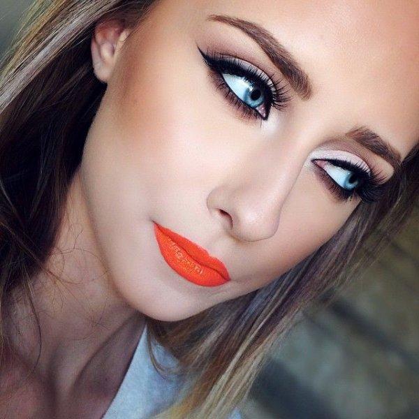 Wear Bright Lipstick Instead of Dark Lipstick