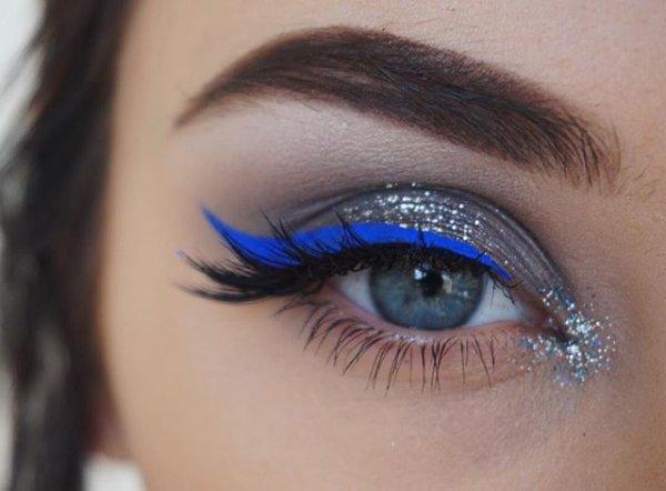 eyebrow, color, blue, electric blue, eye,