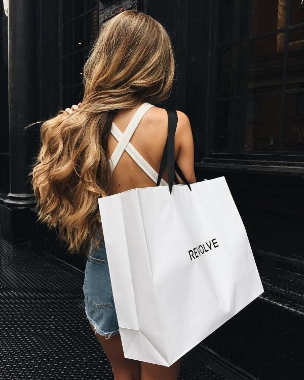 handbag,white,clothing,hairstyle,bag,