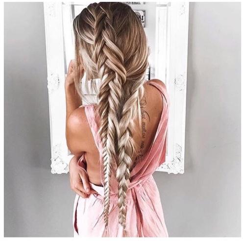 hair,hairstyle,clothing,braid,long hair,