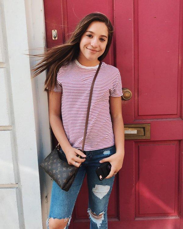 clothing, footwear, shoulder, jeans, fashion model,